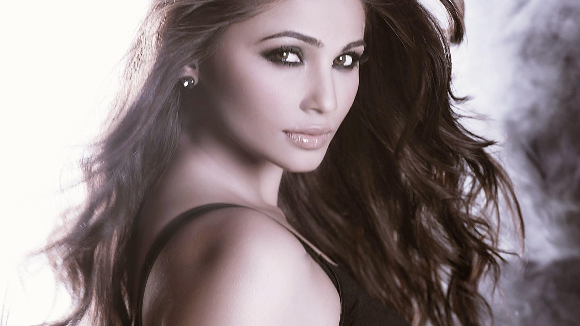 Daisy Shah | Known people - famous people news and biographies