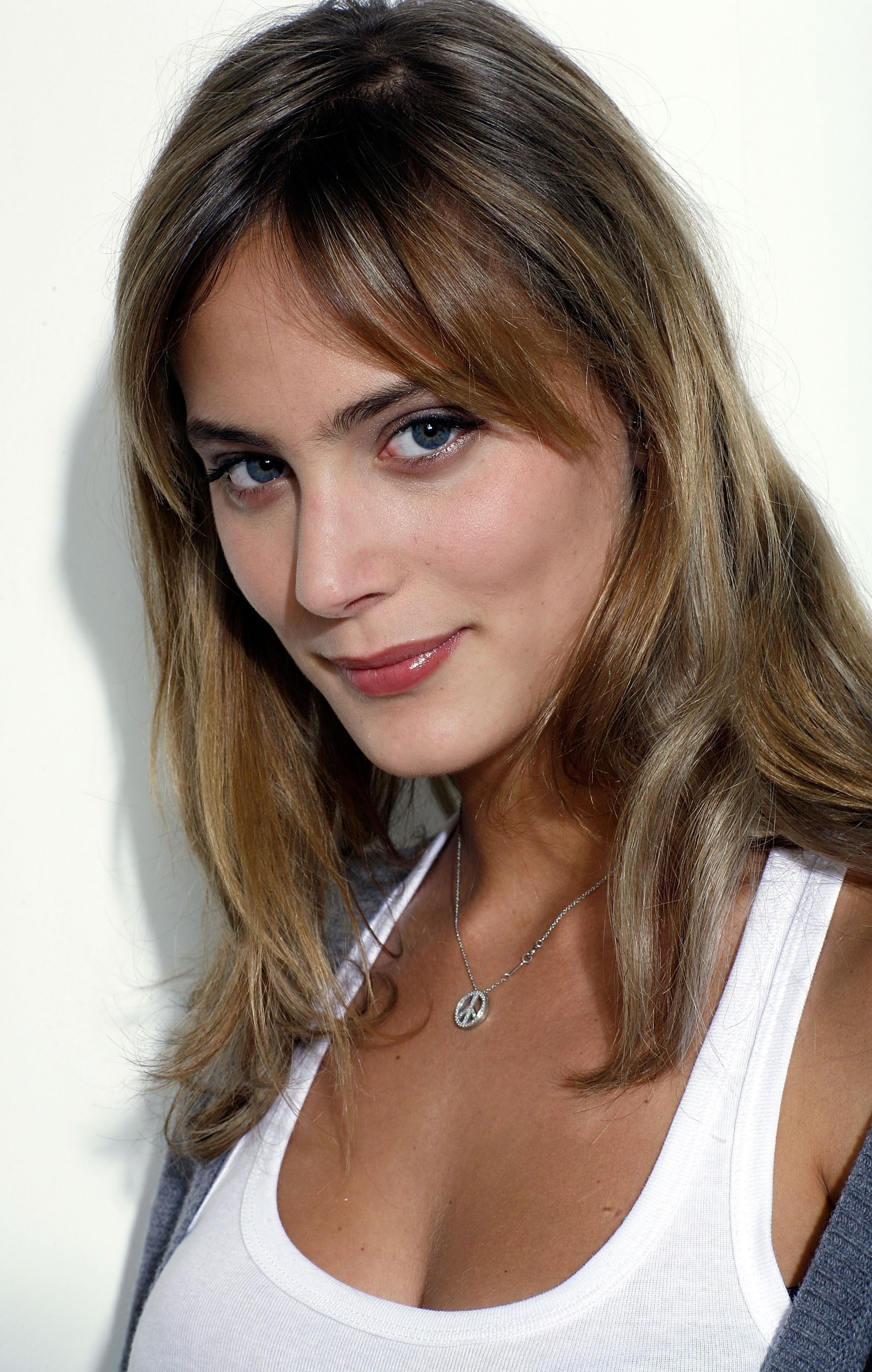 Zeitoun >> Nora Arnezeder | Known people - famous people news and biographies